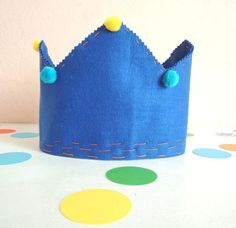 Make this fun felt crown for your little king. Kids Crafts, Felt Crafts, Felt Crown, Little King, Diy Crown, Kings Crown, Photo Booth Props, Felt Diy, Crafty Projects