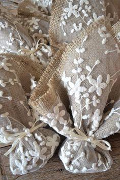 Homemade wedding favor ideas creative wedding souvenirs cool favour ideas the hottest spring wedding colors for 2020 Homemade Wedding Favors, Vintage Wedding Favors, Wedding Favor Bags, Wedding Favors Cheap, Handmade Wedding, Wedding Souvenirs For Guests, Diy Candle Holders Wedding, Lavender Bags, Burlap