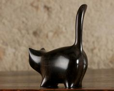 Martha cat by Perry Lancaster Crazy Cat Lady, Crazy Cats, Pottery Handbuilding, Wooden Cat, Modern Ceramics, Cat Art, Wood Working, Arts And Crafts, Porcelain