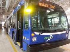 Le RTC dévoile ses nouveaux autobus | Radio-Canada.ca Radios, Canada, North America, American, Buses, Board, Baby Born, Busses, Planks