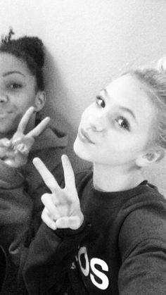 Selfie/ Nia and jordyn
