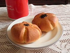 Eggless Custard Buns @ http://treatntrick.blogspot.com How to make these buns with yummy custard filling without egg