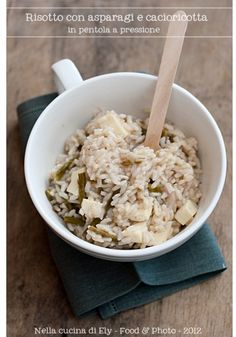 Risotto with asparagus and cacioricotta, in a pressure cooker