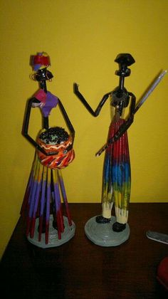 Paper Bag Crafts, Newspaper Crafts, Old Newspaper, African Dolls, African American Dolls, Hobbies And Crafts, Diy And Crafts, African Paintings, Wooden Jewelry Boxes