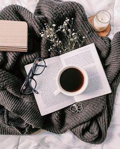 Flat Lay Photography, Coffee Photography, Creative Photography, Iphone Photography, Cozy Aesthetic, Aesthetic Photo, Aesthetic Pictures, Coffee And Books, Coffee Love