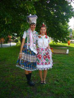 NAJblýskavejšie slovenské kroje: Ozdoby na ne pochádzajú až z Ameriky Art Populaire, Marie, Harajuku, Costume, Popular, My Love, Style, Fashion, Moda