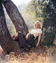 Marilyn Monroe in Laurel Canyon photographed by Milton Greene in 1953