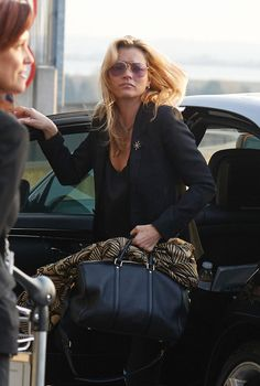 A note in support of Kate Moss's model behavior. http://MAXIMM.AG/pEEqxgP
