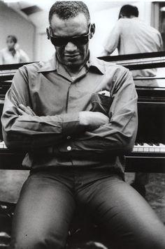 Ray Charles (1969) at Romeo Und Julia shoot, RPM Studios, LA. Photo by Peter Brüchmann.