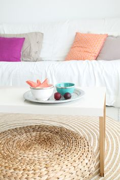 fruta fresca. estilo natural para el salón. lino y complementos marroquíes