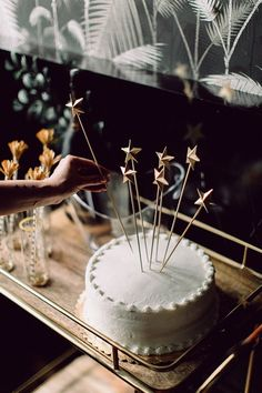 DIY Mini 3d Star Cake Toppers https://ruffledblog.com/diy-mini-3d-star-cake-toppers/ #diy #holidaydiy #stars