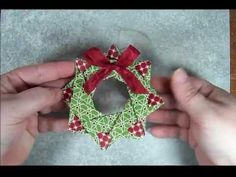 Tinker With Ink & Paper: Ornament Origami Star Wreath Gato Origami, Origami Diy, Origami Wreath, Design Origami, Fabric Origami, Origami Stars, Origami Decoration, Origami Paper, Origami Christmas Ornament