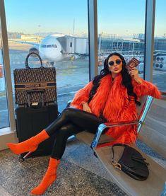 a sensual seduction — Hopelessly addicted to fur! Fur Fashion, High Fashion, Fashion Outfits, Womens Fashion, Winter Skirt Outfit, Winter Outfits, Summer Outfits, Mom Outfits, Classy Outfits