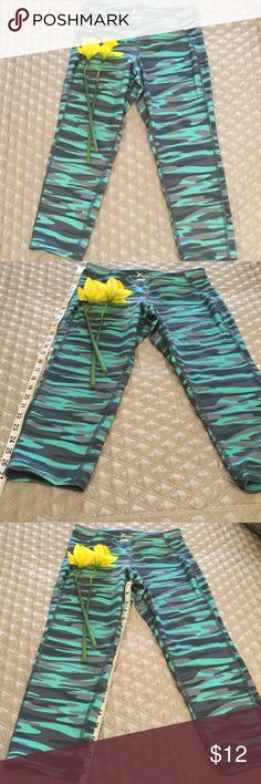 🍀 Old Navy Active Camo Print Running Capris 🍀 What's grey and white and green all over?  These Old Navy Active Go Dry capris of course!!!  Worn once.  Waist to crop measures 27 inches, inseam is roughly 19 inches.  Hits below the knee, mid calf for a swimming and smoothing affect!  Great for running, walking, Barre, yoga and hauling kids to soccer games ⚽️ Old Navy Pants Leggings