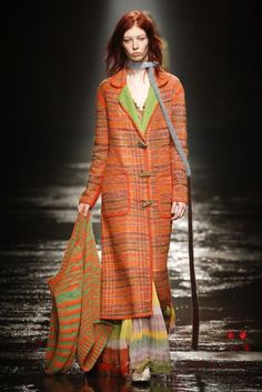 The complete Missoni Fall 2018 Ready-to-Wear fashion show now on Vogue Runway. Autumn Fashion 2018, Fashion Week, Runway Fashion, Spring Fashion, Knit Fashion, Look Fashion, Fashion Outfits, Catwalk Collection, Fashion Show Collection