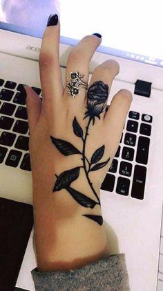 tattoo of roses in the hand tatoo feminina - tattoo feminina delicada - tattoo feminina braco - tatt Finger Tattoos, Cute Tattoos, Beautiful Tattoos, Body Art Tattoos, Small Tattoos, Tatoos, Beautiful Beautiful, Tattoos On Hand, Girl Stomach Tattoos