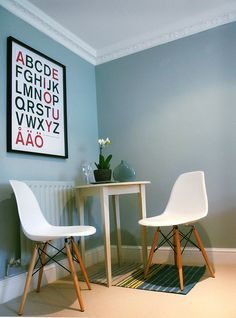 Me gusta la idea de hacer de un rinconcito un sitio mono. El tipo de silla me encanta.
