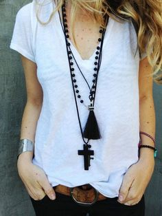 Casual cool comfy simple necklaces accessories summer spring outfit (b&w party) Style Outfits, Mode Outfits, Cooler Style, Estilo Hippie, Hippy Chic, Mein Style, Boho Fashion, Womens Fashion, Horse Hair