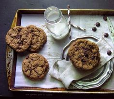 almond buttter & dark chocolate cookies