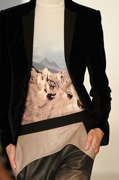 so my style! black blazer, leather pants and a bit of nature mixed in. Fashion News, High Fashion, Fashion Outfits, Womens Fashion, Fashion Styles, Winter Fashion, Fashion Colours, Fashion Details, Fashion Design