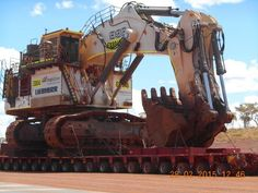 A real heavy weight: This is what we call a real heavy haulage: The move of a fully assembled R 996 B mining excavator from Yandi to Area C in the Western Australia Pilbara area.