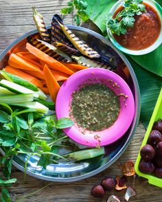 This sweet and tangy dipping sauce is a flavoursome snack with fresh, crunchy vegetables, but also pairs perfectly with seafood. Relish Recipes, Dip Recipes, Asian Recipes, Healthy Recipes, Healthy Food, Burmese Food, Burmese Recipes, Myanmar Food Recipe