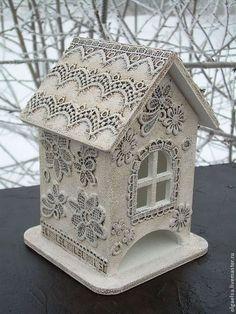 """Кухня ручной работы. Ярмарка Мастеров - ручная работа. Купить Чайный домик """"Пряничный узор"""". Handmade. Белый, подарок девушке Paper Mache Crafts, Wood Crafts, Diy And Crafts, Bird Houses Painted, Bird Houses Diy, Clay Wall Art, Decoupage Box, Lace Decor, Tea Box"""