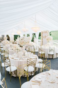 All white wedding | Photography: The Grovers