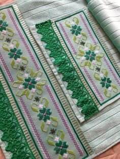 Bargello, Bordado Tipo Chicken Scratch, Diy And Crafts, Arts And Crafts, Retro Floral, Punch Needle, Embroidery Patterns, Ravelry, Cross Stitch