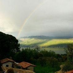 #arcobaleno #rainbow #neverstopexploring #notsunnybutfunny #nature #lake #garda #italy #gardasee #panorama #view #igersitalia #archi #fun #rain #relax #travel #spring #sun  #LagoDiGarda#VisitLagoDiGarda #LakeGarda #VisitLakeGarda  Foto @cervano.garda