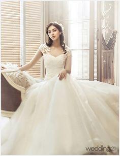 [웨딩드레스]페리스브라이드가 선사하는 클래식한 아름다움 < 웨딩뉴스 < 웨딩검색 웨프