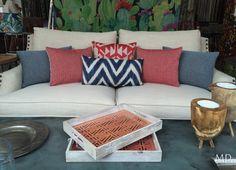 En MDLolaHerrán encontrarás el sofá perfecto para tu salón. #MDLolaHerrán #Sevilla #decoración #interiorismo #asesoramiento #cojines #telas #fabrics #color #tejidos #texturas #geométricos #azules #rojos #sofás
