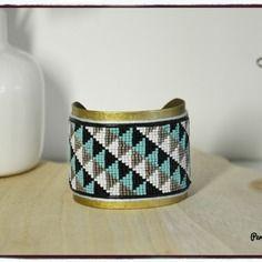 Large bracelet peyote manchette jonc perles tissées miyuki motif géométrique triangles