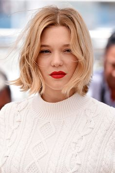 Forget those perfectly polished bobs of the past - NYFW is all about the grunge bob. Grunge Bob, Grunge Girl, Curly Bob Hairstyles, Cool Hairstyles, Lea Seydoux Style, Off White Paints, Hair Tattoos, French Beauty, Hair Day