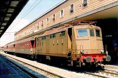 Locomotiva E424 011 ad Alessandria in testa ad un treno locale nell'aprile del 1998 - (Foto: Riccardo Genova)