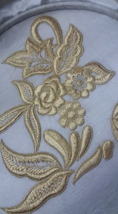 Embroidery Neck Designs, Embroidery Suits, Embroidery Monogram, Free Machine Embroidery Designs, Embroidery Fashion, Crewel Embroidery, Beaded Embroidery, Gold Work, Embroidered Flowers