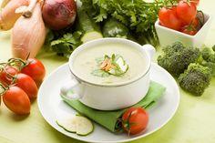 ¿Quieres una probar una sopa increíblemente baja en calorías que te mantendrá lleno? Además puede ayudarte como desintoxicante natural del organismo