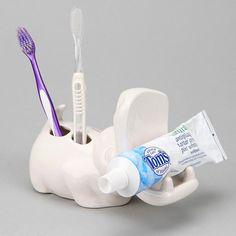 Não esqueça do banheiro quando estiver decorando. O que você achou dessa opção para guardar suas escovas?