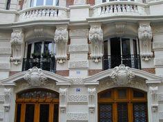 11 bis Rue César Franck / Art Nouveau (1905, architects Noël and Gaston Martin, sculptor Paul Le Bègue), Paris XV