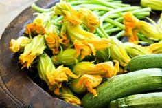 La pastella perfetta per fiori di zucca croccanti: la classica e altre idee