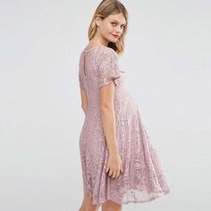 21 Stylish Maternity Outfits for Spring and Summer: #7. BEAUTIFUL LACE MATERNITY DRESS; #maternity; #maternityfashion; #maternitydresses; #springfashion; #summeroutfit