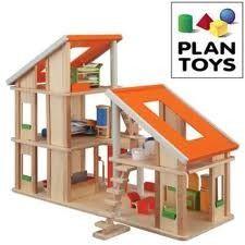 Plan toys, poppenhuis inclusief meubels en popjes.