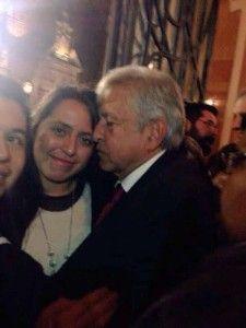 En las redes sociales circula una foto donde se puede ver a Andrés Manuel López Obrador en un estado físico que se presume es inconveniente. Específicamente en la red social de Facebook y Twitter aparece la foto que le tomaron esta semana al ex candidato presidencial Andrés Manuel López Obrador cuando salía de un […]