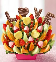 Sweet Love Story Fruit Bouquet Sweet Love Story Fruit Bouquet Related posts: Order Our Sweet and Delicious Fruit Bouquet from Ingallina Box Lunch Los Angeles; our garden of mouthwatering melon & orange wedges, juicy dipped stra… edible fruit arrangements New Fruit, Fruit And Veg, Fruits And Veggies, Fresh Fruit, Fruit Art, Edible Fruit Arrangements, Edible Bouquets, Food Bouquet, Fruit Creations
