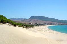 Pass gut auf, denn hier zeigen wir dir die zehn schönsten Strände in Andalusien, die dich bei Sonnenschein abschalten und entspannen lassen