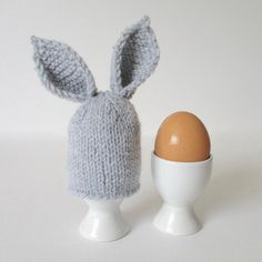 Bring some bunny fun to Easter breakfasts with a bunny ears egg cosy! Find this pattern at LoveKnitting. Beginner Knitting Patterns, Knitting For Beginners, Free Knitting, Knitting Projects, Baby Knitting, Crochet Projects, Knitting Ideas, Knitting Needles, Knitting Club