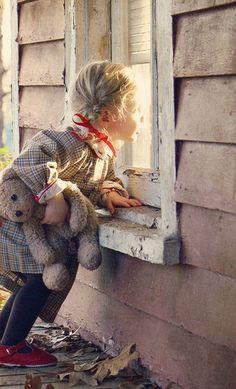 braids love To See Little Girls Carrying Teddy Bears,So Darn Cute~ Little Children, Little Girls, Little People, Little Ones, Cute Kids, Cute Babies, Kind Photo, Jolie Photo, Children Photography