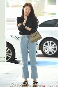 Suzy 180622 Incheon Airport to Bangkok Suzy Bae Fashion, Fashion Idol, Star Fashion, Fashion Outfits, Korean Airport Fashion, Korean Fashion Trends, Bae Suzy, Suzy Kpop, Simple Outfits