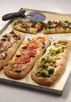 Photo of baguettes with vegetables Pizza Recipes, Vegetarian Recipes, My Favorite Food, Favorite Recipes, Enjoy Your Meal, Plat Simple, I Love Food, Street Food, Snacks