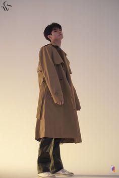 Ong Seung Woo, Guan Lin, Kim Jaehwan, Blue Bloods, Esquire, Pose Reference, Ikon, Raincoat, Handsome